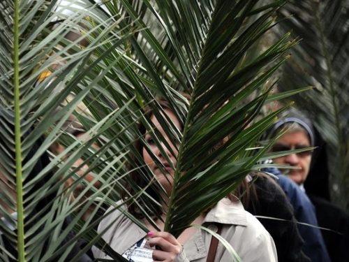 Niedziela Palmowa o godz. 12 spotykamy się przy Krzyżu