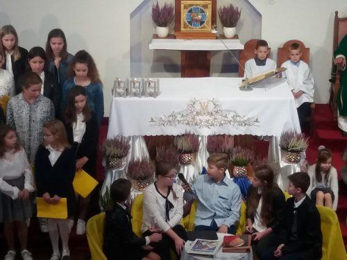 Uczniowie przypomnieli życie Karola Wojtyły (zdjęcia)